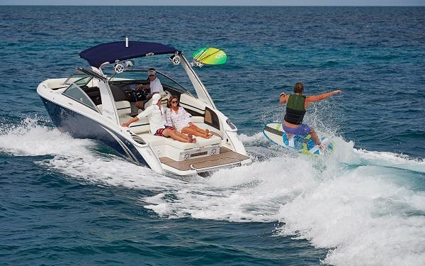 inshore yachts cobalt boat R7 WSS Surf golfe juan côte d'azur